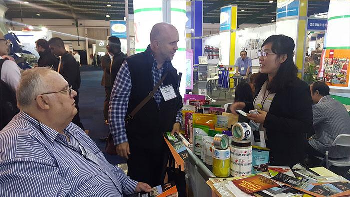 南非展会与国外客户交流